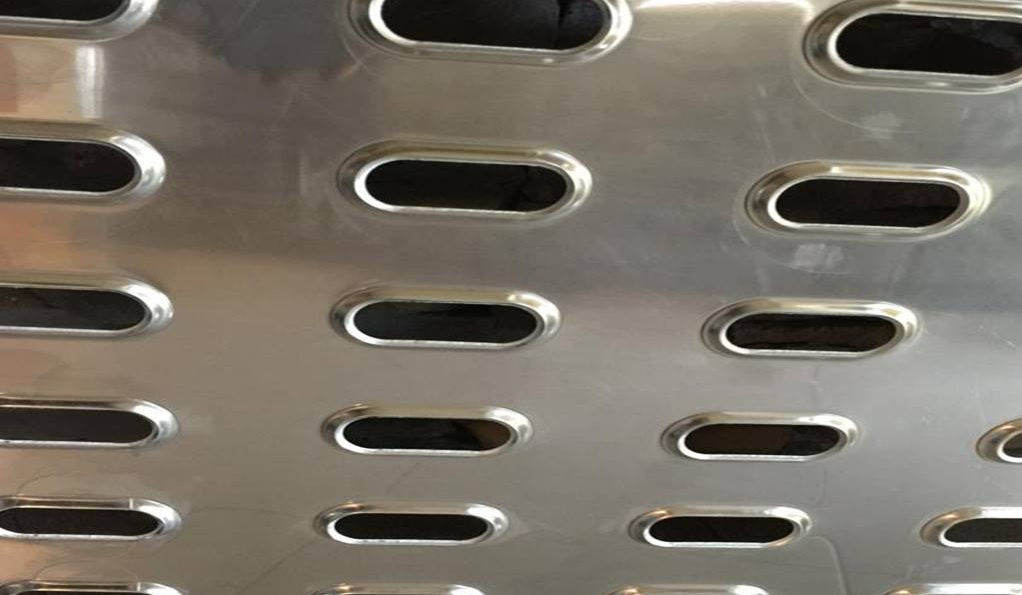 usos de la chapa plegada perforada